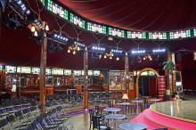"""Ein Hauch von Cabaret auf dem Augustusplatz - Saisoneröffnung der Oper Leipzig im Spiegelzelt """"Victoria"""""""