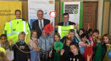 Bayerns Innenminister Joachim Herrmann, Verkehrswacht und Bayernwerk AG für mehr Sicherheit auf dem Schulweg