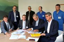 Verpackungshersteller Linhardt und Bayernwerk Natur unterzeichnen Verträge für Bau und Betrieb einer hocheffizienten KWK-Anlage