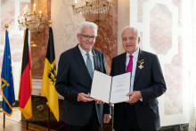 Baden-Württemberg ehrt dm-Gründer Prof. Götz W. Werner mit Verdienstorden