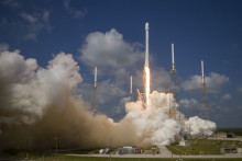 SpaceX Falcon 9 lofts EUTELSAT 117 West B into space