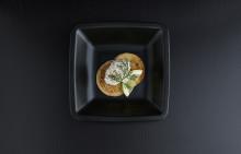 Korshags recepttips: Blinier med laxsallad på gravad lax och blandat grönt