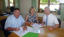 Partner bei der Stromversorgung: Mettenheim und das Bayernwerk schließen Konzessionsvertrag über weitere 20 Jahre ab