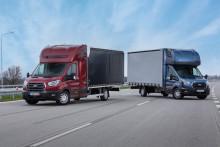 V reakci na sílící poptávku po vozech pro velkokapacitní mezinárodní přepravu zařazuje Ford do nabídky prodloužený Transit podvozek s kabinou
