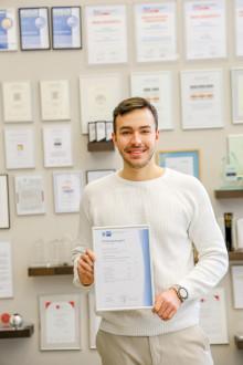 Barmenia-Auszubildender absolviert IT-Ausbildung als Landesbester in NRW