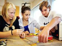 Nybyggeskolans åttor teknikutbildas av elever från Wijkmanska gymnasiet 26-27 mars