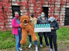 Auszubildende der Heimerer-Schulen teilen Preisgeld mit Bärenherz