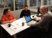 Entreprenörer granskas med auktorisationens ögon