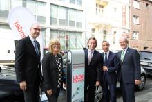 Santander macht e-mobil - Eröffnung E-Ladesäule Kaiserstraße