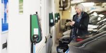 Enklare för boendeparkerare att ladda bilen i Göteborg