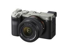 Sony lanceert 's werelds kleinste en lichtste full-frame met hoogwaardige prestaties en een nieuwe 28-60 mm zoomlens