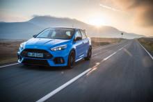 """Ford Focus RS: Neues """"Blue & Black""""-Ausstattungspaket inklusive mechanischem Vorderachs-Sperrdifferenzial"""