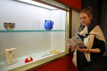 """""""Backen, Bügeln, Putzen, Kochen"""": GRASSI Museum für Angewandte Kunst zeigt Haushaltsgeräte im Wandel der Zeit"""