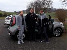 Doppelt mit dem Elektroauto durchstarten -  Gemeinden testen mit Westfalen Weser Energie Alltagstauglichkeit