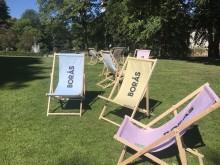 Grattis Borås - solstolar i Stadsparken