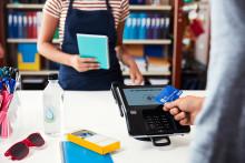 500 milionów dodatkowych bezdotykowych płatności kartami Visa po podniesieniu limitu dla transakcji zbliżeniowych w Europie