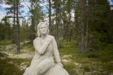 Garbo-staty reses på hemlig plats