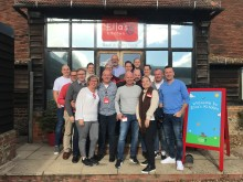Vi följer med Emmeline och teamet till Ellas Kitchen i London!
