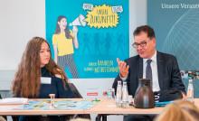"""Cornelsen unterstützt Schulwettbewerb """"alle für EINE WELT für alle""""/ Bundesentwicklungsminister Dr. Gerd Müller gibt Startschuss"""