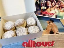 """alltours Außendienst auf Faschingstour - 2.000 """"Berliner"""" als närrisch-süße Expedientenbelohnung"""