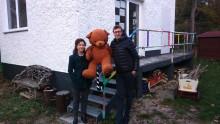1.400 Euro für Bärenherz: Apo-Discounter veranstaltet Tombola für den guten Zweck