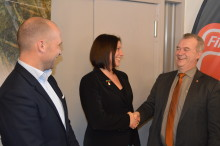 Landsbygdsministern invigde pilotanläggning för klimatsmart odling av jätteräkor