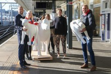 Thameslink celebrates art trail partnership by taking cows on a train