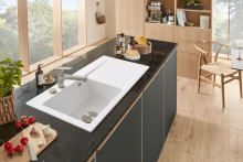 All-rounders for a timeless kitchen design: The new Junis kitchen tap combines design and functionality
