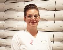 Matilda Persson får priset för årets bästa kundinsats på apotek