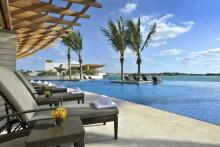 Trött på regn och mörker? Fairmont Hotels & Resorts listar sina bästa hotelltips för badsugna familjer