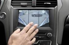 Nová generace asistenčních technologií Ford ještě víc usnadní parkování a zabrání najetí na dálnici v protisměru