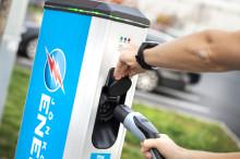 Bee Charging Solutions och Jönköping Energi erbjuder fler laddmöjligheter till elbilsföraren