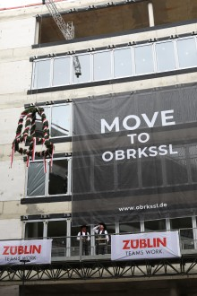 """Auf nach Oberkassel: STRABAG Real Estate feiert Richtfest für """"OBRKSSL – home of success"""" in Düsseldorf"""