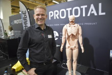 Prototal i ny och renodlad kostym