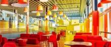 Feriefolket får adgang  til en farverig lounge
