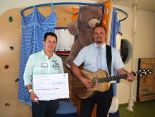 Benefiz-Hauskonzert im AZURIT Seniorenzentrum: Bärenherz erhält Spende