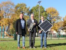 Westfalen Weser Netz testet Solarleuchten in Altenbeken