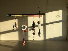 Sara Söderberg är Årets Favorit 2015 och nu visar hon sina arbeten i vårt skyltfönster!