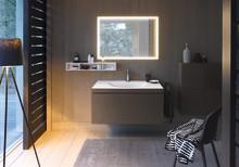 Porslinstvättställ och underskåp förenas till en enda badrumsmöbel