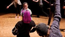 Publiken gör koreografin i nästa dansföreställning