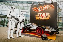Komm auf die dunkle Seite! - Hot Wheels präsentiert sein Darth Vader Fahrzeug in Lebensgröße auf der Spielwarenmesse in Nürnberg