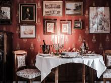Drömmer du om ett kök värdigt en gastronom?  Nu har du chansen då Edward Bloms lägenhet är till salu.