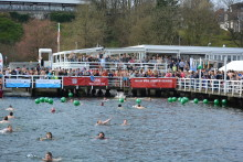 """Anbaden in Kiel unter dem Einheitsgedanken """"Mut verbindet – einheitlich Anbaden"""""""