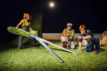 Gräs, munspel och skämskudde på Norrlandsoperans skolturnéer i vår