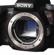 Sony lance les premiers appareils photo numériques dotés de la technologie de miroir semi-transparent