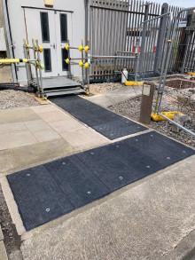 Magnox ouvre la voie de la manutention manuelle des couvertures de caniveaux dans l'industrie du nucléaire en spécifiant Fibrelite