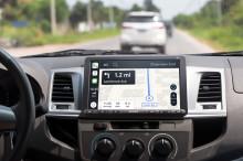Cestujte chytře a bezpečně – soustřeďte se na silnici s novými modely XAV-AX8050D a XAV-1500 – nejnovějšími mediálními automobilovými přehrávači od Sony