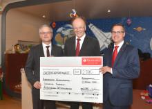 Santander unterstützt Förderverein der Schweriner Kinderklinik mit 2 500  Euro