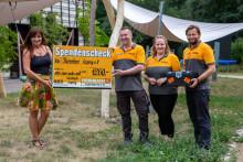 Mitarbeiter des Hornbach Baumarktes Leipzig spenden für Bärenherz
