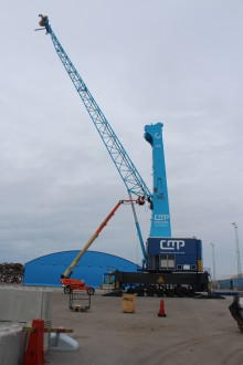Mobile cranes in place in Swede harbour